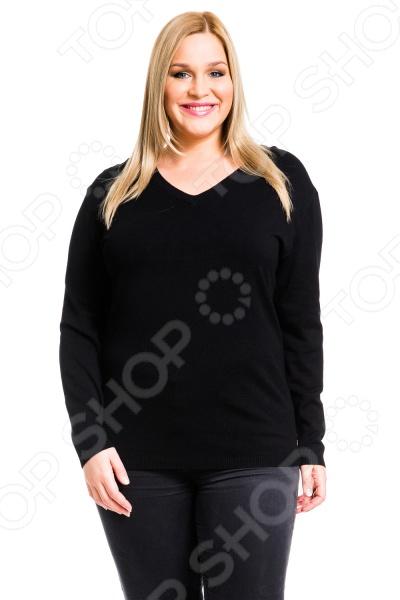 Джемпер Mondigo XL 9131. Цвет: черныйДжемперы. Кардиганы. Свитеры<br>Джемпер Mondigo XL 9131. Цвет: черный - универсальный элемент одежды в женском гардеробе. Он будет уместно смотреться и в повседневном, и в классическом стиле. Конечный образ будет различаться в зависимости от выбранного вами ансамбля. Так, сочетание джемпера с расклешенными от талии юбками, широкими брюками в стиле марлен создадут элегантный и стильный дуэт, который идеально подойдет для офиса. Не менее эффектно джемпер будет выглядеть в паре с узкими джинсами и юбками-карандашами, которые позволят создать красивый кэжуал образ. Просто добавьте свои любимые аксессуары и оригинальный, уникальный наряд будет завершен. Однотонный джемпер Mondigo XL 9131 выполнен простой вязкой, которая интересно заиграет в паре с различными по фактуре тканями. Данная модель специально создана для полных дам, поэтому вы можете не переживать, что данная модель будет подчеркивать ваши недостатки. Неглубокий V-образный вырез выгодно подчеркнет вашу линию декольте, а чуть приталенный крой создаст выразительный силуэт. С его помощью такого джемпера вы без труда сможете составить нескучный образ, который в то же время будет отличаться максимальным удобством и комфортом. Порадуйте себя смелыми и элегантными образами с джемпером Mondigo XL 9131!<br>