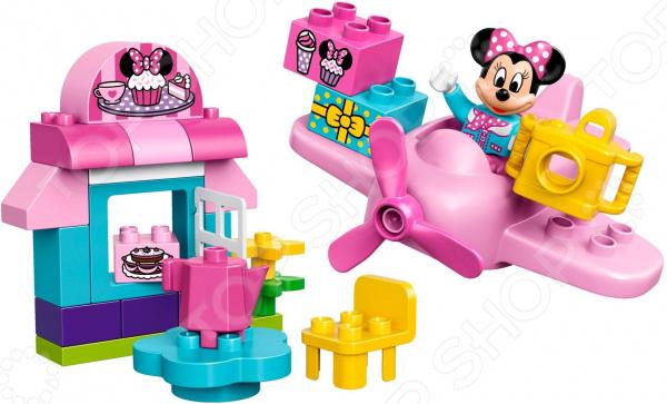 Конструктор игровой LEGO «Кафе Минни»Конструкторы LEGO<br>Конструктор игровой Lego Кафе Минни обязательно понравится ребенку. Он сможет самостоятельно собрать целую композицию, с которой потом можно будет играть. Играя с конструктором, ребенок будет развивать пространственное и логическое мышление, творческие способности и мелкую моторику рук. Кроме того, с получившейся игрушкой он сможет самостоятельно придумывать различные игровые ситуации, развивая тем самым и фантазию.<br>