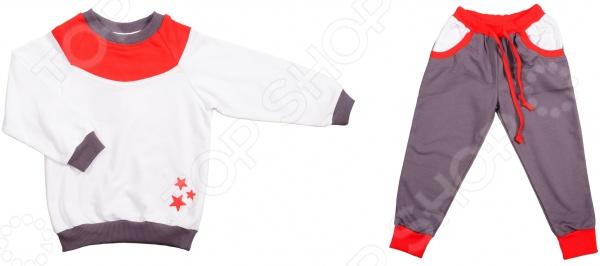 Костюм для мальчика: фуфайка и штаны RAV RAV03-019Детские костюмы<br>Костюм для мальчика: фуфайка и штаны RAV RAV03-019 качественный и удобный комплект одежды для маленького модника. Чудесный костюмчик в бело-сером цвете с красными вставками обязательно понравится каждому мальчику. Комплект представлен батником с манжетами и фиксирующей планкой и штанами с регулируемой поясной резинкой и карманами. Костюм изготовлен из высококачественного футера: лицевая сторона ткани гладкая, а внутренняя с мягким теплым начесом. Этот материал устойчив к появлению катышков и затяжек. После множественных стирок он не деформируется и не теряет яркость цветов рекомендуемый режим стирки не более 30 градусов . Футер невероятно мягок и приятен к телу, он обеспечивает необходимую циркуляцию воздуха, поэтому ребенок будет чувствовать себя в нем максимально комфортно. Костюм свободного кроя, он не стесняет движений, поэтому прекрасно подойдет как для обычных прогулок, так и для занятий спортом. Благодаря ворсистому слою комплект можно надеть и в холодное время он отлично защитит от холода.<br>