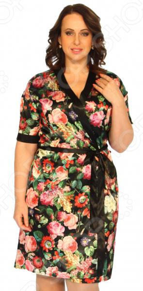 Халат Элеганс «Прекрасная леди». Цвет: черный, розовыйХалаты<br>Халат Элеганс Прекрасная леди это удобная, уютная и приятная домашняя одежда, которая поможет вам расслабиться после трудового дня и почувствовать себя королевой. В этом халате вы будете обольстительны и изящны благодаря атласному материалу, который пользуется популярностью среди модниц с древнейших времен. Халат запашной прямого кроя, есть пояс по линии талии, который выгодно подчеркнет достоинства фигуры, внутри есть завязки для большего комфорта. Оригинальная цветовая гамма и рисунок позволят даже дома чувствовать себя стильной и желанной. Ткань практически не сминается, поэтому вам не придется переживать из-за нежелательных складок. Халат сшит из мягкого материала 97 полиэстер, 3 эластан . Швы обработаны текстурированными, эластичными нитями, благодаря чему не тянутся и не натирают кожу.<br>