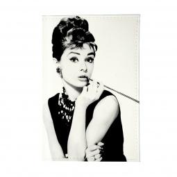 фото Обложка для автодокументов Mitya Veselkov «Одри курит»