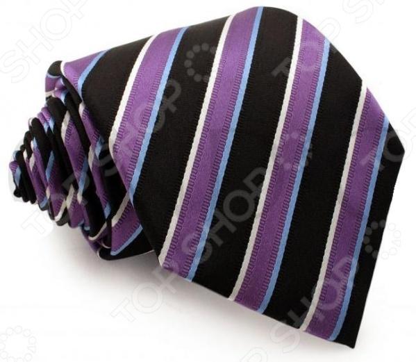 Галстук Mondigo 44014Галстуки. Бабочки. Воротнички<br>Галстук Mondigo 44014 завершающий штрих в образе солидного мужчины. Сегодня классический стиль в одежде приветствуется не только на работе в офисе. Многие люди предпочитают в качестве повседневной одежды костюм или рубашку с галстуком. Мужчина, выбирающий такой стиль в одежде, всегда выделяется среди окружающих и производит положительное первое впечатление. Кроме того, один и тот же галстук можно носить по-разному каждый день. Достаточно выбрать один из многочисленных типов узлов: аскот, балтус, кент, пратт и многие другие. Кстати, в интернете есть сайты, которые случайным образом предлагают вариант узла удобно, когда трудно определиться с выбором . Галстук изготовлен из шелка. Ткань довольно прочная, приятная на ощупь и отличается роскошным блеском. В комплекте с галстуком платочек для пиджака, края которого обработаны строчкой зигзаг .<br>