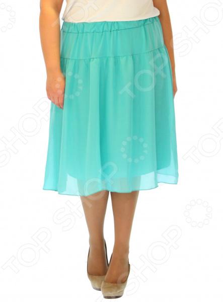 Юбка Элеганс «Счастливый день». Цвет: бирюзовыйЮбки<br>Юбка Элеганс Счастливый день прекрасная вещь для создания легкого женственного образа, которая идеально впишется в весенне-летний гардероб благодаря свободному крою и приятному материалу. Удобная юбка сделана из легкой ткани, поэтому прекрасно подойдет для повседневного использования.  Классическая юбка насыщенного василькового цвета.  Трикотажный пояс на широкой резинке удобно сидит на талии и не ограничивает движений.  Швы обработаны текстурированными эластичными нитями, поэтому не тянутся и не натирают кожу. Юбка изготовлена из шифона, предусмотрена подкладка из полиэстеровой ткани. Материал не мнется, не скатывается и не линяет.<br>