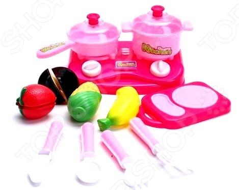 Набор посуды игрушечный Kitchen 1707342Сюжетно-ролевые наборы<br>Не секрет, что девочки любят во всем подражать своим мамам. Набор посуды игрушечный Kitchen 1707342 станет отличным подарком для вашей любимой доченьки. Малышка попробует себя в роли маленькой хозяюшки и поможет маме приготовить вкусный ужин. Подобные сюжетно-ролевые игры не только увлекательны, но и весьма познавательны для ребенка, они способствуют развитию воображения, логики и когнитивного мышления. В набор входит игрушечная посудка, муляжи продуктов, разделочная доска и плитка для готовки. Игрушки выполнены из высококачественных, безопасных для здоровья ребенка, материалов. Рекомендовано для детей в возрасте от 3-х лет.<br>
