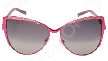 Очки поляризационные Mitya Veselkov OS-22Очки<br>Очки поляризационные Mitya Veselkov OS-22 станут прекрасным дополнением к набору ваших аксессуаров. Они прекрасно сидят, имеют оригинальный дизайн и эффективно защищают глаза от ультрафиолетовых лучей. Внешне очки данного типа очень похожи на привычные солнцезащитные, однако на самом деле очень отличаются от них. Главной особенностью линз с поляризацией является их способность блокировать солнечный свет, отраженный от горизонтальных поверхностей. Больше всех эффект поляризации могут оценить люди, которые много находятся за рулем. Мокрый асфальт, водная гладь или заснеженный пейзаж могут нести серьезную опасность, т.к. являются источниками отражений. Попав в такое положение, водитель может на мгновение ослепнуть , а это неминуемо ведет к потере контроля за ситуацией на дороге. Поляризационные очки позволяют вам избавиться от подобных проблем, уменьшая усталость глаз, раздражение сетчатки и повышая, в свою очередь, зрительный комфорт.<br>