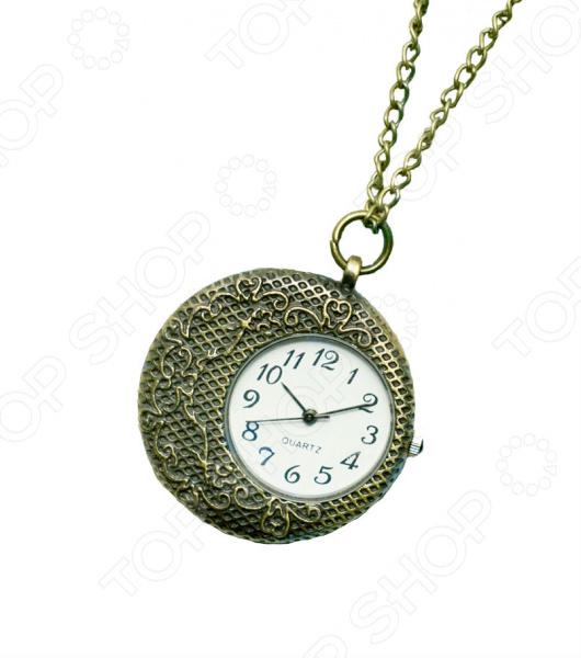 Кулон-часы Mitya Veselkov «Вафельный месяц»Кулоны<br>Кулон-часы Mitya Veselkov Вафельный месяц это стильный аксессуар, который выполняет не только функцию украшения, но и классических часов. Корпус изделия выполнен из прочного, но изящного сплава тонкой работы. Внутри корпуса вы увидите кварцевые часы с тремя стрелками, которые прослужат вам долгие годы. Кулон крепится на изящную цепочку панцирного плетения, с карабином, при необходимости вы можете заменить её и использовать кожаный шнурок. В такой вариации вы идеально дополните образ стим-панк, который снова становится популярен. Любая современная девушка будет в восторге от такого украшения, ведь эти часы сочетаются с любыми аксессуарами и хорошо смотрятся как с свитерами крупной вязки, так и с воздушными блузами. Этот кулон может стать идеальным подарком на праздник.<br>