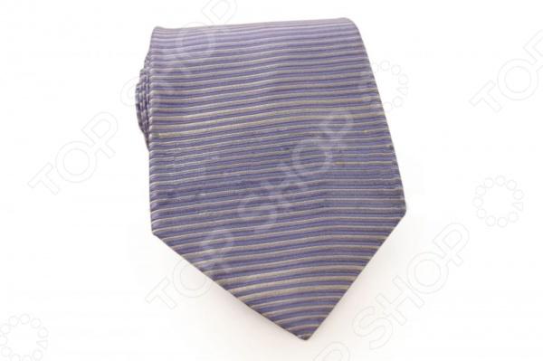 Галстук Mondigo 44250Галстуки. Бабочки. Воротнички<br>Галстук - важный элемент гардероба в жизни каждого мужчины. Сегодня сложно себе представить современного делового мужчину без галстука и это не удивительно, ведь именно галстук является главным атрибутом делового стиля. Не редко, для делового мужчины галстук - одна из немногих деталей, которая позволяет выразить свою индивидуальность, особенно в случаях, когда необходимо соблюдать строгий дресс-код. Однако, галстук уже давно вышел за пределы деловой сферы. Сегодня многие мужчины предпочитающие стиль кэжуал, так же активно прибегают к помощи различных галстуков для создания своего уникального образа. Галстуки стали очень разнообразными как по виду и цвету, так и по форме и материалу изготовления, благодаря этому их можно активно носить не только в офис и на деловых встречах, но даже на отдыхе и в повседневной жизни. Галстук Mondigo 44250 - оригинальная модель, которая станет завершающим штрихом в образе солидного мужчины. Правильно подобранный галстук позволяет эффектно выделить выбранный вами стиль, подчеркнуть изысканность и уникальность его владельца. Мужской галстук из шелка светло-сиреневого цвета, украшен фактурными линиями по горизонтали, края обработаны лазерным методом. С обратной стороны галстук прострочен шелковой ниткой, что позволяет регулировать длину изделия. Ширина у основания 8,5 см.<br>
