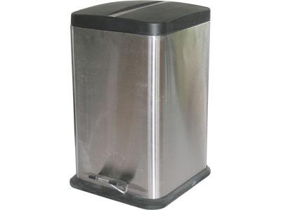 Ведро для мусора Rosenberg 7736Контейнеры для мусора<br>Ведро для мусора Rosenberg 7736 объемом 20 литров отличается практичностью в использовании и простотой в уходе, поэтому прекрасно подойдет для вашей ванной комнаты, туалета или кухни. Удобная педаль позволит легко и быстро открыть крышку, что очень удобно, если руки чем-то заняты. Оригинальный округлая крышка плотно закрывается, поэтому неприятный запах не будет проникать в комнату. Внутреннее съемное ведро выполнено из качественного пластика. Его можно легко извлечь и вымыть. Пластиковое основание не позволяет ведру скользить по полу, защищая напольное покрытие от царапин, сколов и других повреждений. Стильный и лаконичный металлический дизайн позволит ведру вписаться в любой современный интерьер.<br>