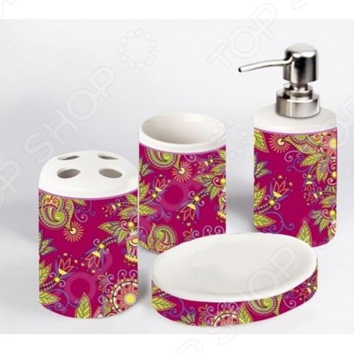 Набор для ванной комнаты Феникс-Презент 29522Полезные мелочи для ванной комнаты и туалета<br>Набор для ванной комнаты Феникс-Презент 29522 отлично подойдет для ванной комнаты тех, кто ценит стильный дизайн и простоту, ведь данный комплект не только справляется со своей прямой задачей, но также отлично подчеркивает стиль хозяев, дополняя общий интерьер и атмосферу помещения, а также делает пребывание в ванной приятным и незабываемым. Комплектация:  Дозатор для жидкого мыла;  Стакан для зубных щеток;  Мыльница;  Стакан.<br>