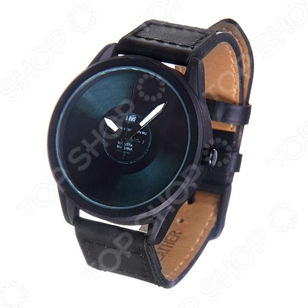 Часы наручные Mitya Veselkov «Пластинка» MVBlackМужские наручные часы<br>Не секрет, что правильно подобранные аксессуары вершат весь образ, добавляют ему законченности и помогают грамотно расставить цветовые акценты. Наручные часы же являются не просто стильным украшением, но и весьма функциональным аксессуаром. Именно поэтому, наряду с оригинальным дизайном и влиянием модных тенденций, при их выборе важно учитывать вид часового механизма и качество используемых материалов. Часы наручные Mitya Veselkov Пластинка MVBlack станут отличным дополнением к набору ваших аксессуаров. Модель отличается стильным дизайном и прекрасным качеством исполнения, хорошо сочетается с яркими креативными нарядами. Корпус часов выполнен из минерального стекла и стали с матовым эмалевым покрытием. Ремешок изготовлен из натуральной кожи, застежка классическая. Механизм часов кварцевый Citizen Япония .<br>