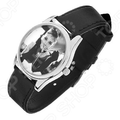 Часы наручные Mitya Veselkov «Одри. Кадр кино»Наручные часы унисекс<br>Часы наручные Mitya Veselkov Одри. Кадр кино стильный аксессуар, который дополнит ваш образ. Сочетаются с необычной и яркой одеждой. Часы выполнены в оригинальном стиле в сочетании с приятными и мягкими тонами, которые добавляют настроение. Дизайн и ручная сборка Митя Весельков. Снабжены регулируемым под запястье ремешком из натуральной кожи с классической застежкой. Часовой механизм: кварцевый, Citizen Япония . Стекло минеральное с PVD покрытием. Корпус изготовлен из сплава металлов, а крышка из стали.<br>