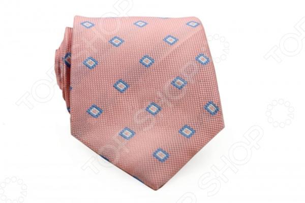 Галстук Mondigo 33612Галстуки. Бабочки. Воротнички<br>Галстук Mondigo 33612 - стильный мужской галстук, выполненный из микрофибры, которая обладает высокой устойчивостью и выдерживает богатую палитру оттенков. Галстук бледно-розового цвета, украшен узором из квадратиков по диагонали. Такой стильный галстук будет очаровательно смотреться с мужскими рубашками темных и светлых оттенков. Упакован галстук в специальный чехол для аккуратной транспортировки. Дизайн дополнит деловой стиль и придаст изюминку к образу строгого делового костюма.<br>