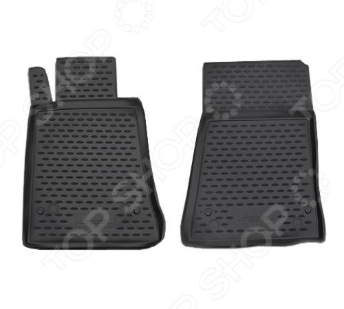Комплект ковриков в салон автомобиля Novline-Autofamily Mercedes-Benz SLK-Class R171 2004Коврики в салон<br>Комплект ковриков в салон автомобиля Novline Autofamily Mercedes-Benz SLK-Class R171 2004 поможет обеспечить чистоту и комфортные условия эксплуатации вашего автомобиля. Используйте эти коврики, чтобы защитить оригинальное покрытие пола от грязи, пыли, пятен и воздействия влаги. Изделия созданы из экологически чистого полимерного материала, прошедшего строгий гигиенический контроль. Оцените основные преимущества полиуретановых ковриков Novline:  Нейтральность к агрессивному воздействую различных химических сред.  Высокая устойчивость к значительным перепадам температур в диапазоне от -50 до 50 C .  Устойчивость к воздействию ультрафиолетовых лучей.  Значительно легче резиновых аналогов. Легко очищаются от грязи, обладают повышенной износостойкостью.  Свойства материала и текстура поверхности коврика обеспечивают противоскользящий эффект.  Форма ковриков разработана с учетом особенностей конкретной марки и модели автомобиля применяется технология 3D-сканирования для максимальной точности , что избавляет владельца от необходимости их подгонки под салон своей машины. Коврики надежно фиксируются на своих местах и не смещаются.  Передняя часть водительского ковра имеет специальную форму, исключающую зацепление педали за изделие.<br>