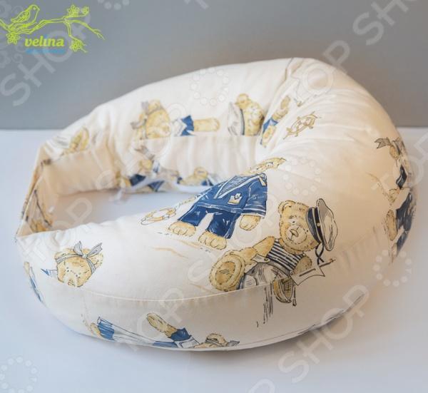 Подушка для беременных и кормления Velina на липучке разработана специально для кормящих мам. При использовании такой подушки вы сможете расслабить мышцы рук, шеи и спины во время кормления малыша. Кроме того, при помощи подушки вы сможете правильно приложить малыша к груди и при этом ваши руки останутся свободными, ведь подушка надежно будет зафиксирована липучками на спине. Размеры подушки  Самая высокая часть спереди 24 см высотой.  Самая низкая часть на спине 9 см высотой.  Окружность подушки в застегнутом состоянии 160 см без расширительной липучки .  Размер внутреннего диаметра подходит для женских размеров от 40 до 50.