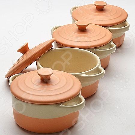 Набор жаровень с крышками Mayer&amp;amp;Boch керамическиеЖаровни и грили<br>Набор жаровень с крышками Mayer Boch керамические выполнен из высококачественного материала, который благодаря своей экологичности, сохраняет все вкусовые качества и ароматы приготовляемых блюд. Он отлично нагревается, медленно и разновременно распределяя тепло, удерживая его и сохраняя на притяжении нескольких часов. Изделие подходит для приготовления различной пищи от мяса до рагу из овощей. Главной особенностью данной жаровни-горшочка является наличие небольших ручек, которые позволят быстро вынуть ее из духового шкафа, конвекционной или микроволновой печи. Это удобное и практичное изделие способно выдержать нагрев температурой до 400 С. Оно также отлично подходит для хранения продуктов в холодильнике или морозильной камере. Преимущества набора керамических жаровень с крышками Mayer Boch:  удобные ручки;  способны выдержать до 400 C;  устойчивы к образованию пятен, не пропускают и не впитывают запахов;  равномерно распределяют тепло;  толщина стенок составляет 6-7 см;  внутри и снаружи покрыты глазурью;  подходят для мытья в посудомоечной машине. Не рекомендуется использовать жаровни на открытом огне!<br>