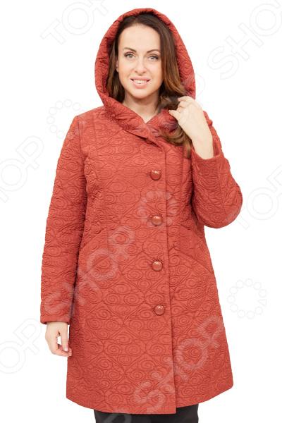 Пальто Brillare «Дания»Верхняя одежда<br>Пальто Brillare Дания сшито с учетом всех особенностей женской фигуры. Оно идеально подойдет для женщин любого возраста и комплекции. Продуманный дизайн изделия позволяет скрыть недостатки и подчеркнуть достоинства фигуры.  Модель со смещенной застежкой на 5 обметанных петель по краю борта, 5 декоративных пуговиц.  Край левого борта крепится на 1 пришивную кнопку вверху.  Полочки с рельефом из плечевого шва до входа в карман. На полочке с переходом на бочок обработан карман с листочкой.  Изделие с бочком. Спинка со средним швом. Капюшон втачной, с отворотом.  Рукав втачной, двухшовный.  На фотографии пальто представлено в сочетании с брюками Уран . Пальто изготовлено из приятной вязанной ткани, состоящей на 20 из вискозы и 80 полиэстер. Материал не линяет, не скатывается, формы от стирки не теряет.<br>