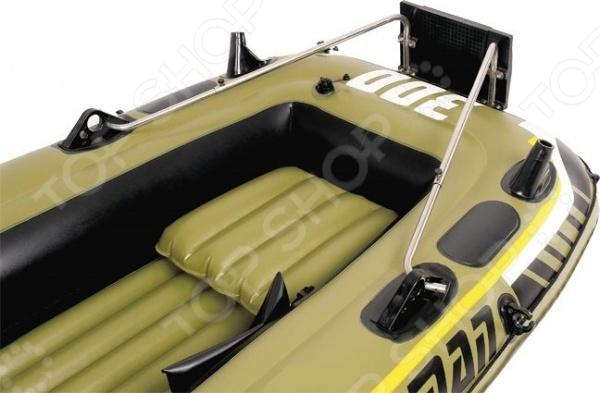 Транец для лодок навесной Jilong Motor Bracket KitАксессуары для лодок<br>Транец для лодок навесной Jilong Motor Bracket Kit дополнительное оборудование для надувных лодок. Конструкция транца представлена прочным кронштейном из пластика и стальными держателями. Изделие подходит для закрепления моторов мощностью до 3 л.с.<br>