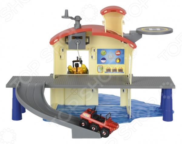 Набор игровой для мальчика Dickie «Морской гараж»Игровые наборы для мальчиков<br>Dickie Морской гараж это прекрасный набор, который разнообразит игровые ситуации и откроет новые сюжеты для маленького спасателя. Модель состоит из нескольких разборных элементов, которые имеют очень простые способы крепления. В данном наборе имеются вертолетная площадка и два крутых спуска для лодки и машинки. В комплект также входит спасательная лодка, которая непременно понравится вашему малышу. Она затаскивается на базу при помощи лебедки и подъемного механизма. Для игры можно использовать любые другие транспортные средства небольшого размера. Dickie Морской гараж способствует развитию зрительной координации, воображения, пространственного мышления, а также мелкой моторики рук малыша. Кроме того, тренируется наблюдательность, образное восприятие и логическое мышление. Не упустите шанс порадовать ребенка замечательным подарком! Внимание! В комплект входит только одно транспортное средство лодка.<br>