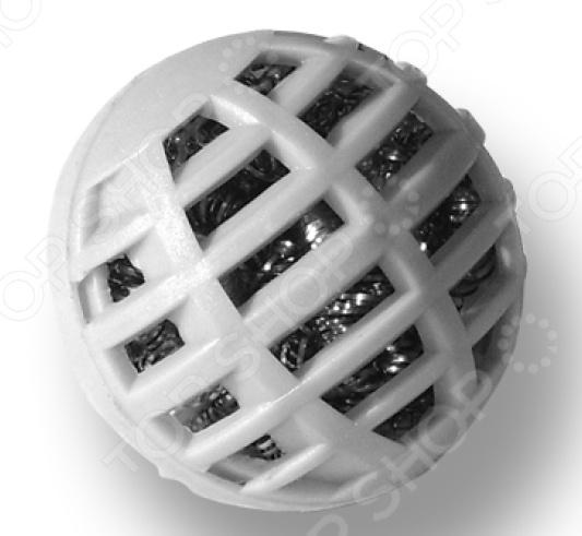 Фильтр для увлажнителя воздуха Stadler Form Magic Ball for Fred F-123Аксессуары для увлажнителей воздуха<br>Так как сухой воздух зачастую является прекрасной средой для развития и распространения различных аллергенов, необходимо тщательно следить за влажностью в доме или офисе. Особенно это актуально в период отопительного сезона, когда горячие батареи и трубы сушат воздух. К тому же перепады уровня влажности в доме и на улице могут повлечь за собой различные респираторные заболевания. Если раньше увлажнить воздух можно было простым тазиком с водой, сейчас это кажется слишком долгим и очень часто неэффективным способом. Если вас перестало устраивать качество воздуха в вашем дома, следует задуматься о смене фильтра увлажнителя. Регулярная смена этих важнейших элементов позволяет создать в помещении приятный и благотворный микроклимат без:  неприятных и тяжелых запахов;  пыли;  природных и искусственных аллергенов;  вредоносных бактерий и микробов. Фильтр для увлажнителя воздуха Stadler Form Magic Ball for Fred F-123 сменный картридж, который совместим с традиционными увлажнителями воздуха Fred. Картридж с анти-известковыми эффектом уменьшает образование накипи на нагревательной пластине, что увеличивает срок службы устройства. Чтобы увлажнитель воздуха не терял свою эффективность, рекомендуется регулярно чистить картридж и менять 1 раз в 6 месяцев. В комплекте имеются 2 картриджа.<br>