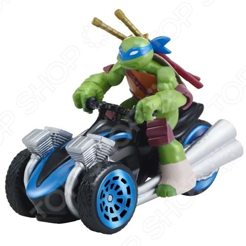 Машинка игрушечная с фигуркой Nickelodeon «Лео на Трицикле»Машинки<br>Машинка игрушечная с фигуркой Nickelodeon Лео на Трицикле замечательный комплект, который понравится абсолютно всем мальчикам и, особенно, поклонникам мультфильма про храбрых Черепашек-ниндзя. Эти отважные герои день ото дня борются со злом, используя все свои силы и возможности. Теперь и у ребенка представляется возможность поучаствовать в борьбе между супер-героями и злодеями. Фигурка на трицикле станет прекрасным дополнением для увлекательной сюжетной игры, в которой малыш сможет придумать свое собственное развитие событий и их развязку. Игровой набор отличается прекрасной детализацией и яркой расцветкой, поэтому игра будет очень интересной и захватывающей. Фигурка и машина изготовлены из прочного пластика, безвредного для ребенка.<br>