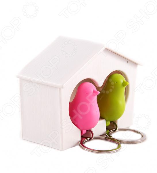 Ключница «Соловей»Ключницы стационарные<br>Ключница Соловей это стильное дополнение к вашему домашнему интерьеру. Теперь вам больше не придется каждый раз, уходя из дома, искать оставленные где-то ключи. Стоит только повесить их на крючок и вы точно будете знать, что они ждут вашего следующего выхода из квартиры. Можно повесить ключницу прямо рядом с входной дверью или расположить её на любой из стен в коридоре. Интересный дизайн ключницы легко впишется в общий интерьер квартиры, а также поможет разнообразить привычный вид квартиры. Ухаживать за ключницей очень легко, вам необходимо изредка протирать её от пыли мягкой сухой тканью.<br>