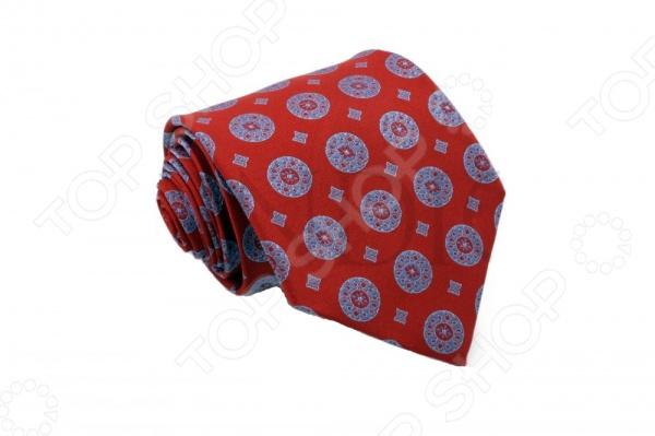 Галстук Mondigo 33193Галстуки. Бабочки. Воротнички<br>Галстук Mondigo 33193 станет важным дополнением гардероба каждого мужчины, ведь стильный и правильно подобранный галстук способен превратить повседневный классический образ мужчины в стильный и современный образ делового человека. Галстук выполнен из высококачественной микрофибры красного цвета с оригинальным рисунком на фактурной ткани. Модель послужит прекрасным дополнением костюма и будет гармонично смотреться как в офисе, так и на официальных торжественных мероприятиях. В комплекте с галстуком карманный платок размером 23х23 см. Ширина у основания галстука составляет 8,5 см.<br>