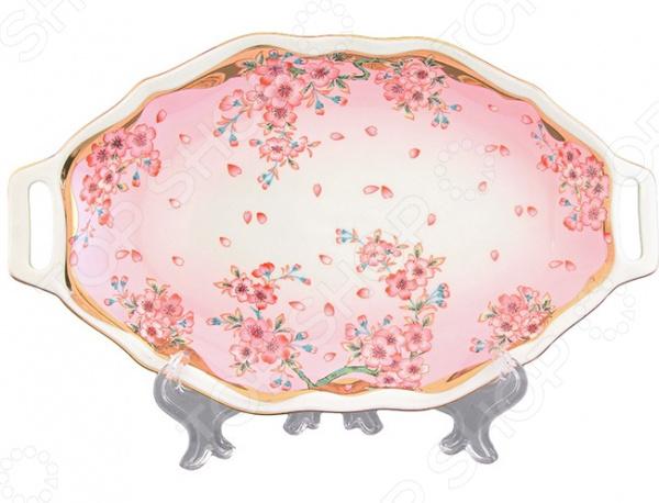 Блюдо сервировочное для нарезки Elan Gallery «Сакура»Блюдо сервировочное для нарезки Elan Gallery Сакура это оригинальный вариант сервировки праздничного стола, который позволит подчеркнуть не только вкус блюда, но и его красоту. Посуда идеально подходит как для праздничного стола, так и для ежедневного украшения ужина. Такая сервировка привнесет разнообразие в приготовление ваших любимых блюд, а гости точно отметят хороший вкус с выборе посуды для подачи. Вне зависимости от того, каким угощением вы хотите сегодня порадовать свою семью, помните, что очень важно уделять внимание посуде, чтобы получить истинное удовольствие от каждой трапезы! Материал абсолютно безопасен и не вступает в реакцию с продуктами, а так же не влияет на запах и вкус готового блюда. Симпатичный узор позволит подчеркнуть общий дизайн стола, скатерти и другой посуды. После использования вы сможете легко очистить блюдо традиционным способом, не рекомендуется использовать абразивные моющие средства. При необходимости вы можете сразу сервировать нарезку сыра или колбас и порадовать своих гостей!<br>