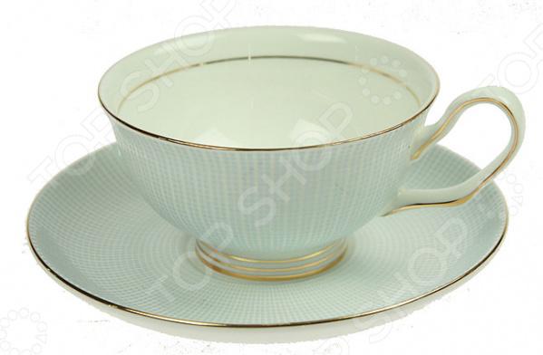 Чайная пара подарочная «Английский завтрак»Чайные и кофейные пары<br>Сервировка это важный элемент при подаче любого блюда, пусть то будет изысканное жаркое или простой чай с любимым лакомством. Качественная и красивая посуда позволит не только в полной мере насладиться напитком, но и получить эстетическое удовольствие от самого чаепития. Яркий и красивый чайный набор подарочный Английский завтрак рассчитан на 1 персону. Аккуратная чашечка и блюдце выполнены из высококачественного фарфора. Однако несмотря на свою внешнюю хрупкость, они отличаются прочностью, легкостью, практичностью и эстетичностью. Они легко справляются с высокими температурами, а качественное покрытие не позволит внутренней стороне потемнеть со временем. Классический дизайн в английском стиле является дополнительным преимуществом этого чайного комплекта, которое оценят даже самые взыскательные ценители стиля и красоты. Чайный набор подарочный Английский завтрак станет идеальным и незаменимым подарком, который по достоинству оценят ваши друзья и близкие! Изделия рекомендуется мыть в теплой воде с использованием нейтральных моющих средств.<br>