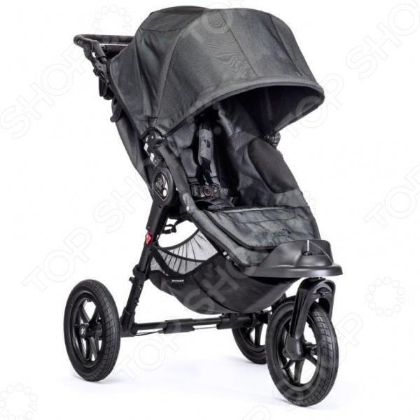 Коляска прогулочная Baby Jogger ВО13496 оригинальная модель коляски для детей, с которой любая прогулка пройдет в комфорте. Оснащена большими колесами. Подножку для ног, ручку, капюшон можно регулировать при необходимости. Сиденье отделано мягким плюшем, который повторяет формы тела. Капюшон имеет вентиляционные окошки на магнитах с 3-х ступенчатым раскладыванием. Пятиточечные ремни прочно удерживают малыша в коляске. Система автофиксации предотвратит случайное скатывание коляски. Переднее колесо имеет систему амортизации. Имеет возможность установки детских автокресел Graco, Maxi-Cosi, Chicco, Peg-Perego, Recaro, Evenflo группы 0 . На ручке находится удобная сумка для небольших принадлежностей.