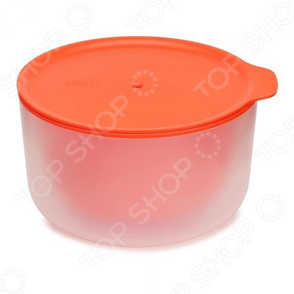 Миска с двойными стенками Joseph Joseph M-Cuisine. Объем: 2 лМиски<br>Миска Joseph Joseph M-Cuisine это удобный и простой в использовании контейнер. Представленная модель предназначена для разогрева или приготовления пищи в микроволновой печи с нуля . Главной особенностью данной миски является наличие двойных стенок, что позволяет внешней поверхности посуды всегда оставаться холодной. Теперь вам не понадобится прихватка или полотенце, чтобы достать готовое блюдо, и при этом вы не обожжетесь. Плотная крышка защищает содержимое от протекания и помогает сохранить чистоту. Благодаря стильному дизайну, миску Joseph Joseph M-Cuisine можно использовать даже для сервировки стола.<br>