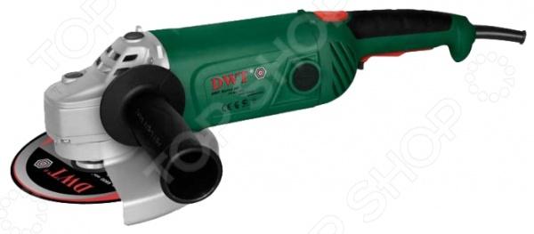 Машина шлифовальная угловая DWT WS24-180 TШлифовальные машины<br>Машина шлифовальная угловая DWT WS24-180 T мощный инструмент, подходящий как для профессионалов, так и для новичков. Средний диаметр диска составляет 180 мм. Шлифовальная машина дополнена системой ограничения пуска, а также оснащена удобной рукояткой поворотного типа. Мощности двигателя в 2,4 кВт достаточно для тяжелой продолжительной работы. Он защищен жаропрочным материалом, который изолирует обмотку и предотвращает попадание пыли и образование коррозии. Наличие крыльчатки дает возможность быстро охладить инструмент, в каком бы режиме работы он ни находился. Задний подшипник ротора оснащен резиновой втулкой, которая предотвращает проскальзывание, а передний плотно вогнан в корпус редуктора. Собран на основе прочных металлических шестерен. Корпус изготовлен из магниевого сплава этот материал обеспечивает необходимый отвод тепла от основного механизма инструмента. Также стоит отметить низкий уровень вибрации, что делает работу гораздо более комфортной и продуктивной. Электрическая часть машины изготовлена из ударопрочного пластика. Сама конструкция отличается надежностью и достаточной степенью жесткости. Грамотное распределение нагрузки в процессе работы снижает утомляемость пользователя. Наличие поворотной рукоятки может находиться в трех положениях позволяет настроить необходимый хват во время обработки материала. Рукоятка имеет резиновое покрытие, что предотвращает скольжение инструмента. Специальный фиксатор курка обеспечивает защиту шлифовальной машины от случайного запуска. Держатели щеток представлены в системе крепления с фиксаторами на корпусе обеспечивают быструю замену оснастки. Наличие защитного кожуха обеспечивает безопасность пользователя во время работы. Комплектация:  шлифовальная машина;  дополнительная рукоятка;  защитный кожух;  ключ фланцевый;  ключ рожковый;  руководство пользователя.<br>