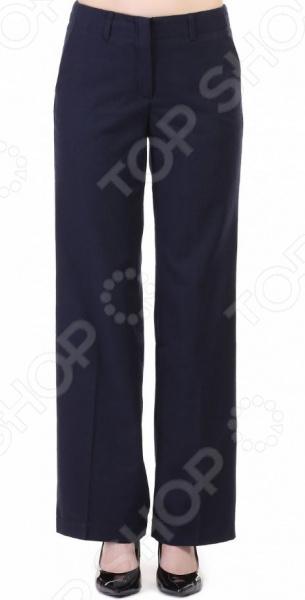 Брюки Baon B296512Брюки. Бриджи. Шорты<br>Классические чуть расклешенные брюки уже давно завоевали сердца модниц по всему миру. И не удивительно, ведь этот универсальный фасон брюк способен украсить любую фигуру. Этот стильный элемент гардероба является отличным повседневным вариантом, который позволяет создать красивый современный образ в классическом или кэжуал стиле. Расклешенные брюки способны улучшить ваш силуэт, сделать его визуально стройнее. Брюки предпочтительней носить с обувью на каблуке, тогда ваша фигура и образ станут ещё более женственными и привлекательными.  Классическая модель для великолепных образов! Брюки Baon B296512 имеют наиболее оптимальный фасон, который идеально подчеркнет все достоинства вашей фигуры. Брючины с проглаженной стрелкой смотрятся стильно и привлекательно, подчеркивая красоту женских ног. Довольно свободный крой, в то же время, позволит скрыть небольшие недостатки бедер. Однотонная расцветка позволяет гармонично сочетать брюки с различными вариациями верха , будь то яркие блузы, топы, рубашки или более уютные свитера, свитшоты. Данная модель средней посадки также дополнена боковыми и задними карманами, молнией, застежкой на молнией и шлевками для ремня.  Брюки выполнены из качественного материала смеси полиэстера и вискозы. Эта ткань обладает рядом преимуществ, которые делают эти брюки идеальным решением для повседневных образов:  устойчива к истиранию и износу;  прочная и простая в уходе;  не подвержена образованию катышков и зацепок ;  за счет содержания вискозы приятна на ощупь;  надолго сохраняет свой первоначальный внешний вид.  Стильные брюки станут отличным решением для вашего повседневного или выходного гардероба!<br>