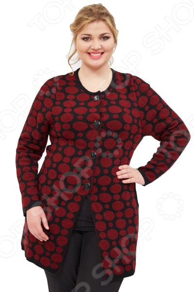 Пальто Milana Style «Легкий узор»Верхняя одежда<br>Пальто Milana Style Легкий узор сшито с учетом всех особенностей женской фигуры. Оно идеально подойдет для женщин любого возраста и комплекции. Продуманный дизайн изделия позволяет скрыть недостатки и подчеркнуть достоинства фигуры.  Пальто полуприлегающего силуэта с классической округлой горловиной и застежкой на пуговицы.  Модель выполнена из комбинации контрастной черной и бархатной бордовой пряжи.  Предусмотрены карманы в боковом шве.  На фотографии пальто представлено в сочетании с брюками Маленькая Венеция .  Прекрасный вариант для прохладной погоды. Пальто изготовлено из мягкого вязанного полотна, состоящего на 50 из акрила и на 50 из шерсти. Материал не линяет, не скатывается, формы от стирки не теряет.<br>