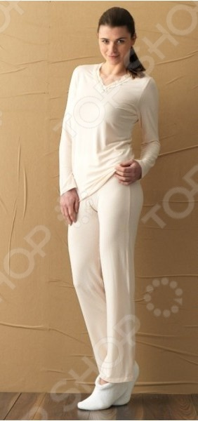 Пижама BlackSpade 5249Пижамы<br>Пижама BlackSpade 5249 - удобный и практичный костюм, который станет отличным дополнением к комплекту вашей домашней одежды. Пижама выполнена из высококачественной, мягкой и приятной на ощупь ткани. Удобный и простой крой не сковывает движений и отлично смотрится на любой фигуре. В такой одежде вы всегда будете выглядеть аккуратно и модно и даже забежавшие в гости соседи на чашку чая или за стаканом муки не застанут вас врасплох.<br>