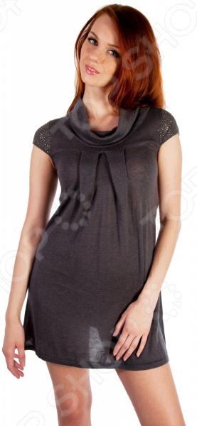 Платье Mondigo 9778. Цвет: темно-серыйПовседневные платья<br>Ни для кого не секрет, что мужчины гораздо чаще обращают внимание на женщин в платье, нежели на особ в джинсах и рубашках. И это не удивительно, ведь именно платье является исключительно женским предметом гардероба. Брюки, джинсы, рубашки и свитера женщины делят с сильной половиной человечества, даже юбки не являются исключительно женской вещью. Но только не платье! Платье безраздельно принадлежит женщине. Именно оно является самым важным элементом в гардеробе каждой модницы. Платье дарит ощущение женственности, выгодно подчеркивая изящные линии фигуры, делая свою обладательницу более изящной и женственной или строгой и сексуальной. Современная модная индустрия предлагает платья на любой вкус и фигуру, для любого времени года и события, остается только выбрать то, что подойдет именно вам. Платье Mondigo 9778 - стильная модель свободного кроя подчеркнет все достоинства фигуры. Короткие рукава украшены бисером, а горловина имеет форму хомут . Впереди модель имеет легкую драпировку. Отличный вариант для повседневного гардероба.<br>