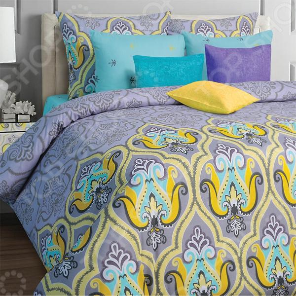 Комплект постельного белья Mona Liza Darina. 2-спальный2-спальные<br>Комплект постельного белья Mona Liza Darina это незаменимый элемент вашей спальни. Человек треть своей жизни проводит в постели, и от ощущений, которые вы испытываете при прикосновении к простыням или наволочкам, многое зависит. Чтобы сон всегда был комфортным, а пробуждение приятным, мы предлагаем вам этот комплект постельного белья. Приятный цвет и высокое качество комплекта гарантирует, что атмосфера вашей спальни наполнится теплотой и уютом, а вы испытаете множество сладких мгновений спокойного сна. В качестве сырья для изготовления этого изделия использованы нити хлопка. Натуральное хлопковое волокно известно своей прочностью и легкостью в уходе. Волокна хлопка состоят из целлюлозы, которая отлично впитывает влагу. Хлопок дышит и согревает лучше, чем шелк и лен. Поэтому одежда из хлопка гарантирует владельцу непревзойденный комфорт, а постельное белье приятно на ощупь и способствует здоровому сну. Не забудем, что хлопок несъедобен для моли и не деформируется при стирке. За эти прекрасные качества он пользуется заслуженной популярностью у покупателей всего мира. Комплект постельного белья выполнен из ткани бязь. Бязь это одна из самых популярных тканей. Постоянному спросу на такую ткань способствует то, что на протяжении многих лет она остается незаменимой в производстве постельного белья, медицинской одежды, мужских сорочек и даже детских пеленок. Это объясняется уникальными свойствами такой ткани: гладкая и приятная на ощупь, но в то же время очень прочная и стойкая к многочисленным стиркам. Комплект из бязи прослужит очень долго, если соблюдать простые рекомендации. Необходимо стирать при температуре 40 , используя порошок для цветного белья. Не применять хлорсодержащие средства и отбеливатели. Желательно выворачивать белье наизнанку перед стиркой. Гладить при помощи утюга с функцией подачи пара или через влажную ткань. Для пошива комплектов используются широкие ткани, что позволяет не делат
