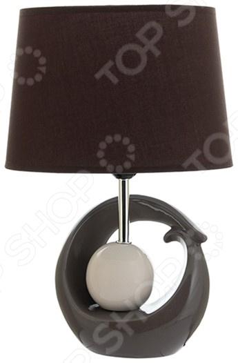 Лампа настольная Elan Gallery «Жемчужина»Настольные лампы<br>Лампа настольная Elan Gallery Жемчужина электрический светильник для освещения дома и придания помещению особого уюта, атмосферы, чтобы подчеркнуть красоту интерьера. Придаст домашним вечерам особое очарование. Лампа выполнена в оригинальном стиле, идеально подойдет как подарок на новоселье. Светильник в современном стиле прекрасно подойдет для гостиной и спальни.  Овальный абажур.  Оригинально смоделированное основание. На сегодняшний день существует множество вариантов того, как украсить интерьер с помощью красивых настольных ламп. Комбинируйте сразу несколько декоративных элементов и придавайте индивидуальность и неповторимость любому помещению.<br>