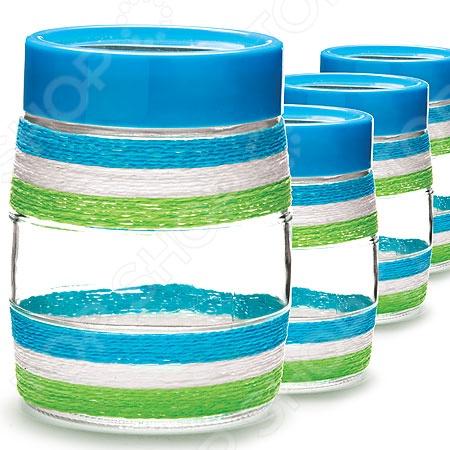 Набор для сыпучих продуктов Loraine LR-21614-1Банки для хранения<br>Набор для сыпучих продуктов Loraine LR-21614-1 представлен четырьмя емкостями, выполненными из высокопрочного стекла. Крышки изготовлены из пищевого пластика. Банки идеально подойдут для хранения круп и макаронных изделий, чая, кофе, сахара, муки, соли, специй, быстрых завтраков и пр. Благодаря плотной посадке крышек в банки не попадает влага и посторонние запахи, поэтому содержимое в течение длительного времени сохраняет свой превосходный аромат и вкусовые качества. Дополнение в виде яркой тканевой оплетки сделает эти емкости самым настоящим украшением кухонного интерьера, наполнит его гармоничностью, уютом и комфортом.<br>