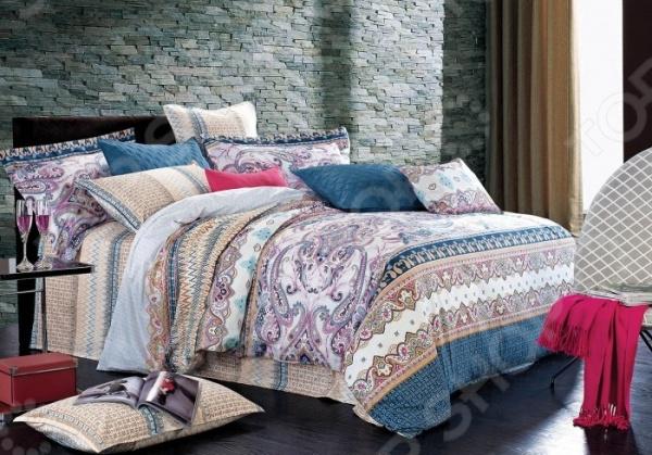 Комплект постельного белья Primavelle Paria. 1,5-спальный1,5-спальные<br>Комплект постельного белья Primavelle Paria это незаменимый элемент вашей спальни. Человек треть своей жизни проводит в постели, и от ощущений, которые вы испытываете при прикосновении к простыням или наволочкам, многое зависит. Чтобы сон всегда был комфортным, а пробуждение приятным, мы предлагаем вам этот комплект постельного белья. Приятный цвет и высокое качество комплекта гарантирует, что атмосфера вашей спальни наполнится теплотой и уютом, а вы испытаете множество сладких мгновений спокойного сна. В качестве сырья для изготовления этого изделия использованы нити хлопка. Натуральное хлопковое волокно известно своей прочностью и легкостью в уходе. Волокна хлопка состоят из целлюлозы, которая отлично впитывает влагу. Хлопок дышит и согревает лучше, чем шелк и лен. Поэтому одежда из хлопка гарантирует владельцу непревзойденный комфорт, а постельное белье приятно на ощупь и способствует здоровому сну. Не забудем, что хлопок несъедобен для моли и не деформируется при стирке. За эти прекрасные качества он пользуется заслуженной популярностью у покупателей всего мира. Комплект постельного белья выполнен из ткани сатин. Полотно имеет гладкую и шелковистую лицевую поверхность, не уступающую по качеству шелку. Кроме того, данный тип ткани сохраняет свою прочность и привлекательный вид даже после многочисленных стирок. Главное, соблюдать рекомендации по уходу от производителя. Необходимо стирать при температуре, указанной на ярлычке, с использованием порошка для цветного белья. Не следует прибегать к применению хлорсодержащих средств и отбеливателей. Желательно выворачивать белье наизнанку перед стиркой. Наволочки имеют запах с ушками, пододеяльник на молнии.<br>