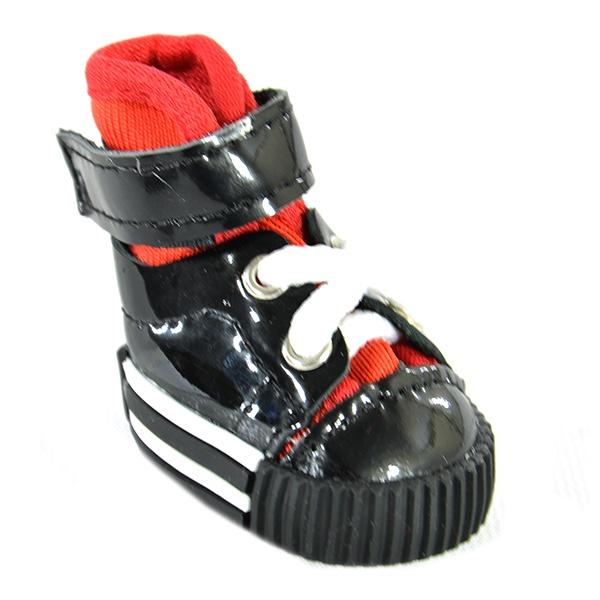 Обувь для собак DEZZIE «Глосси»Обувь для собак<br>Обувь для собак DEZZIE Глосси интересная вещь, с помощью которой вы обеспечите вашему питомцу нужный комфорт во время прогулок. Обувь разработана с учетом анатомических особенностей животных, плотно облегает лапу благодаря шнуркам и липучкам. Также имеет язычок-фиксатор для защиты шерсти при застегивании. Резиновая подошва не скользит по льду и не даст лапам промокнуть. Обувь смотрится очень мило, при этом прекрасно сохраняет форму при носке. Из представленного ассортимента можно выбрать размер.<br>