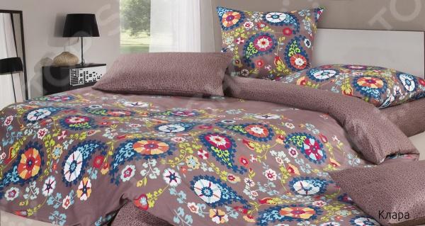 Комплект постельного белья Ecotex «Клара». 1,5-спальный1,5-спальные<br>Комплект постельного белья Ecotex Клара превосходный выбор для создания уюта и комфорта! Человек треть своей жизни проводит в постели, и от ощущений, которые вы испытываете при прикосновении к простыням или наволочкам, многое зависит. Чтобы сон всегда был комфортным, а пробуждение приятным, мы предлагаем вам этот комплект постельного белья. Приятный цвет и высокое качество комплекта гарантирует, что атмосфера вашей спальни наполнится теплотой и уютом, а вы испытаете множество сладких мгновений спокойного сна. Оцените преимущества постельного белья:  Мягкая и гладкая поверхность ткани.  Легкость и двойное нитяное плетение.  Легко стирать и гладить, не беспокоясь о потере формы и цвета.<br>