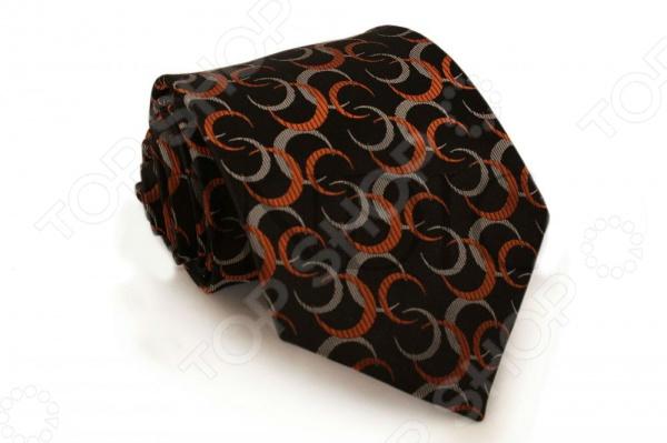 Галстук Mondigo 44154Галстуки. Бабочки. Воротнички<br>Галстук - важный элемент гардероба в жизни каждого мужчины. Сегодня сложно себе представить современного делового мужчину без галстука и это не удивительно, ведь именно галстук является главным атрибутом делового стиля. Не редко, для делового мужчины галстук - одна из немногих деталей, которая позволяет выразить свою индивидуальность, особенно в случаях, когда необходимо соблюдать строгий дресс-код. Однако, галстук уже давно вышел за пределы деловой сферы. Сегодня многие мужчины предпочитающие стиль кэжуал, так же активно прибегают к помощи различных галстуков для создания своего уникального образа. Галстуки стали очень разнообразными как по виду и цвету, так и по форме и материалу изготовления, благодаря этому их можно активно носить не только в офис и на деловых встречах, но даже на отдыхе и в повседневной жизни. Галстук Mondigo 44579 - оригинальная модель, которая станет завершающим штрихом в образе солидного мужчины. Правильно подобранный галстук позволяет эффектно выделить выбранный вами стиль, подчеркнуть изысканность и уникальность его владельца. Галстук черного цвета ручной работы, украшен оригинальным узором полумесяц . С обратной стороны галстук прострочен шелковой ниткой, что позволяет регулировать длину изделия. Ширина у основания 8,5 см.<br>