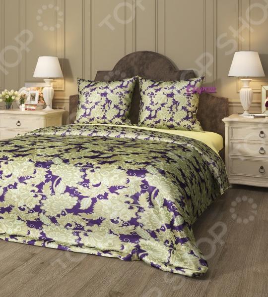 Комплект постельного белья Сирень «Шик». 1,5-спальный1,5-спальные<br>Комплект постельного белья Сирень Шик это идеальное сочетание уюта и комфорта, которое создаст атмосферу нирваны и покоя! Материал изделия удивительным образом соединил в себе манящий блеск и нежное прикосновение мягкой ткани. Верх комплекта выполнен из искусственного шелка высшего качества, который приятно скользит между пальцами, тогда как низ изделия состоит из микрофибры совершенно не скользкого материала. Наволочки не электризуются, а также на них практически невозможно запутать волосы, что явно оценят представительницы прекрасного пола. Оформление композиции выполняется с помощью высокоточных 3D-принтеров, которые передают и сохраняют весь цветовой спектр оттенков картины и узора. Современные краски не выгорают на солнце и способны пережить множество стирок, не теряя своих свойств. Ухаживать за тканью очень просто и не требует особых навыков. Гладить изделие разрешается только в режиме шелк или при 150 градусах. Во время стирки старайтесь не поднимать температуру воды выше 30 градусов, иначе цвета начнут тускнеть. Рисунок комплекта поражает нежностью и насыщенностью красок. Удивительный узор покрывает все полотно и копируется на каждом элементе набора. Заправленная постель превращается в райский уголок, где вы сможете позабыть о будничных проблемах и окунуться в мир сновидений!<br>