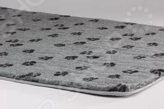 Коврик для собак Beeztees 705172Домики. Лежаки. Подстилки для собак<br>Коврик для собак Beeztees 705172 мягкое и удобное местечко для любимого питомца. Коврик выполнен в серой расцветке и украшен черными собачьими лапками, что смотрится невероятно мило и забавно. По периметру изделие окантовано плотным материалом. Без сомнений, нежнейший ворс и большой размер коврика обязательно понравятся четвероногому другу это будет его уютный уголок, где можно будет отдохнуть и понаблюдать за окружающими, или просто погрызть любимую косточку. Коврик изготовлен из натуральных материалов, не вызывает аллергии или раздражения, безопасен для животных.<br>