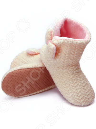 Тапочки-угги домашние Burlesco H44 это уютная, стильная и комфортная обувь для дома. В такой обуви вы сможете быть элегантной и изящной даже в домашних условиях. Настоящая женщина всегда и везде должна быть на высоте. Именно поэтому тапочки-угги это отличный выбор для того, чтобы завершить ваш стильный домашний образ. Эти очаровательные высокие тапочки подойдут как юной девушке, так и зрелой женщине.