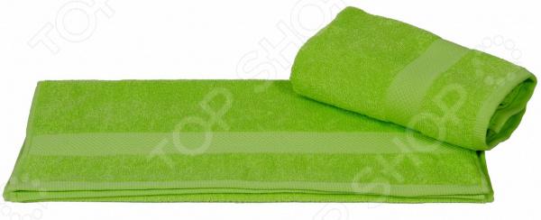 Полотенце махровое Hobby Home Collection Beril. Цвет: зеленыйПолотенца<br>Что может приятнее, чем принять расслабляющую ванну или освежающий душ, а затем завернуться в пушистое махровое полотенце К сожалению сейчас не каждое банное полотенце может порадовать своей мягкостью и внешний видом уже после первых двух или трех стирок. Некоторые начинают оставлять на теле ворсинки, а другие нещадно терять свой первоначальный внешний вид. Качественный банный текстиль для вашего дома! Полотенце махровое Hobby Home Collection Beril. Цвет: зеленый воплощает в себе удивительную мягкость, высокое качество и удивительную износостойкость. Простой, но стильный дизайн полотенца позволит ему вписаться даже в классический интерьер ванной комнаты. Дизайнеры торговой марки оформили полотенце оригинальным и изысканным декором. Махровое полотенце отличается высокой плотностью в 450 гр м2, благодаря чему оно способно выдержать многочисленные стирки. Яркий и сочный зеленый цвет полотенца позволит ему стать гармоничным дополнением ваших банных принадлежностей.  Преимущества данного махрового полотенца:  выполнен из гипоаллергенного натурального хлопка;  благодаря свободной вытяжке основных нитей прекрасно впитывает влагу и быстро высыхает;  сохраняет цвет и форму даже после многократных стирок;  сохраняет мягкость на протяжении многих лет. Порадуйте себя приятными и мягкими прикосновениями с качественным и долговечным махровым полотенцем от торговой марки Hobby Home Collection! Уход: Чтобы изделие прослужило вам как можно дольше рекомендуется стирать при деликатном режиме при температуре не более 40 С. Используйте моющие средства для цветных тканей, тогда насыщенный цвет изделия сохранится надолго.<br>