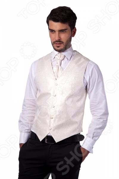 Жилет Mondigo 20597. Цвет: молочныйЖилеты<br>Жилет Mondigo 20597 это деталь классического мужского костюма. Сегодня жилет стал неотъемлемой частью гардероба стильного мужчины, следящего за модными тенденциями. Эта модель отлично будет сочетаться с пиджаком. Жилет также можно использовать и как самостоятельный предмет одежды для создания образа в стиле casual . Жилет это возможная альтернатива пиджаку, при этом он не сковывает движения. Этот предмет одежды позволит создать деловой образ, но чувствовать себя гораздо удобнее в теплое время года. Жилет поставляется в комплекте с пластроном, бабочкой и платком для пиджака.<br>