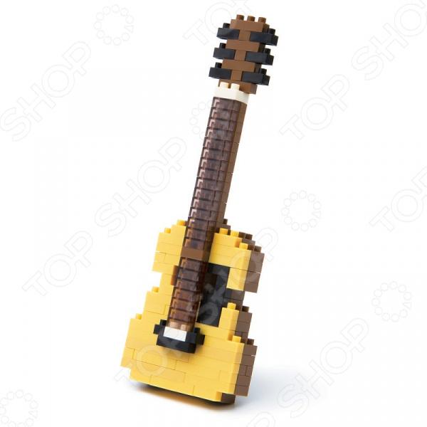 Мини-конструктор Nanoblock «Акустическая гитара»Другие виды конструкторов<br>Мини-конструктор Nanoblock Акустическая гитара это самый маленький в мире конструктор, который представляет собой удивительное творение японских инженеров. Высокоточные трехмерные модели стали очень популярны во всем мире, а теперь вы можете приобрести их и для своего ребенка. Высокое качество пластика, дизайн деталей и точная инструкция позволят добиться изумительной реалистичности у собранной модели. Сборка конструкции может занять от 10 минут до нескольких часов, ведь необходимо проявлять внимательность в подборе каждой детали. Собрав детали этого конструктора вы сможете получить фигурку акустической гитары, собранная фигурка сможет украсить интерьер детской комнаты. В комплекте вы найдете 150 деталей разных цветов, подставку, графическую инструкцию и запасные детали. Для ребенка очень полезно собирать конструкторы такого типа, ведь развивается мелкая моторика рук, логическое и пространственное мышление, усидчивость и координация движений.<br>