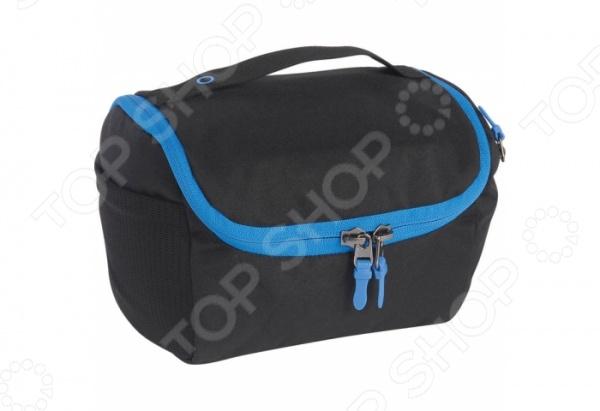 Косметичку Tatonka One Week смогут по достоинству оценить те, кто часто путешествует. Такая складная сумка идеально подходит для туалетных принадлежностей. Несмотря на ее компактный размер, она очень функциональна, ведь в нее поместятся все необходимые вам мелочи. В косметичке предусмотрено несколько отделений, чтобы вы могли разложить свои принадлежности: сетчатый внутренний карман, внешний боковой карман на молнии, внешний боковой сетчатый карман. В ней также есть небьющееся зеркало и крючок для подвешивания.