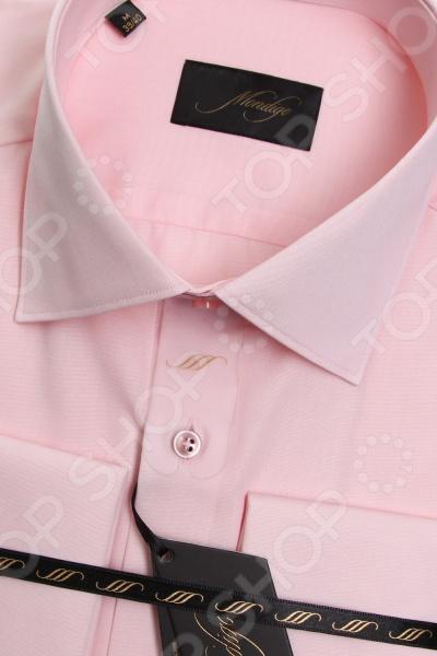Сорочка Mondigo 50000263. Цвет: бледно-розовый была и остается классикой мужской моды. Она может считаться показателем отменного вкуса и элегантности её владельца. Эта стильная мужская сорочка будет превосходно смотреться как в рамках делового, так и неформального стиля. С её помощью вы без труда сможете создать уникальный образ, который будет выгодно выделять вас среди остальных мужчин. Данная модель относится к изделиям зауженного кроя, поэтому она отлично подчеркнет ваш силуэт. Оригинальный для мужской сорочки цвет, бледно-розовый, позволит составить нескучный образ, который будет уместно смотреться и в офисе, и на торжественных мероприятиях. Особенности сорочки Mondigo 50000263:  отложной воротник;  длинный рукав;  манжеты застегиваются на запанки. Сорочка Mondigo 50000263 выполнена из высококачественного натурального хлопка, поэтому её будет приятного держать в руках, носить, удобно стирать и легко гладить. Изделие отлично подходит для повседневной носки. Она долго вам прослужит, выдерживая при этом многочисленные стирки. Для большей прочности в структуру добавлены волокна искусственного материала, которые обеспечивают прекрасные износоустойчивые характеристики сорочки.